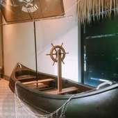 目の前に流れ着いた海賊船が目印!