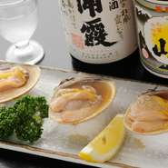 お酒のお供にぴったり。蛤そのものの旨みとプリッとした食感がたまらない一品です。