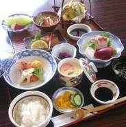 お刺身・天ぷら・酢の物・焼き物・煮物など計10品 ミニ会席