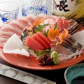 生鮪と旬の鮮魚が楽しめる『刺身盛り合わせ』
