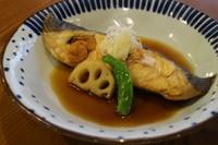 旬の魚を日替わりでご用意しています。冬のばばがれいは油乗りも良く絶品です。
