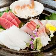 近海でとれた新鮮な魚介をふんだんに使った一皿。プリプリとした食感と旨みに、お酒もぐんぐん進みます。