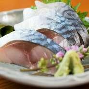 新鮮な鯖を使い、料理人自らが調理。酸味が控えめで、鯖本来の旨みが楽しめます。