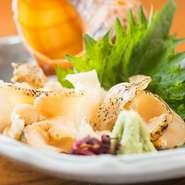 注文を受けてから、生きた貝をさばくので鮮度も抜群。コリコリとした食感がたまりません。