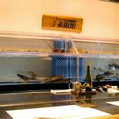 産地にこだわらず仕入れるお肉や全国各地を行脚し集める旬の魚介