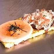 2種類の味が楽しめる 大人気、豚玉と明太子もちチーズ