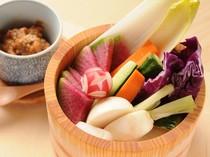 瑞々しい野菜を、たっぷりの肉味噌と共に