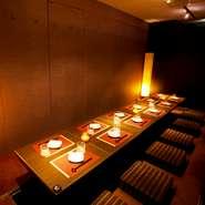 大人の和モダン空間。落ち着いた雰囲気で味わえる飲み放題付きコースは2980円~各種! 宴会、飲み会、忘年会など様々なご宴会に最適です。