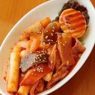女子会、オフ会などの集まりにぜひ利用してもらいたいです。韓国料理を食べたことがない人にも食べやすい味付けをしているので、辛いものが苦手な方でも楽しんでいただけます。