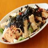甘みのある豆腐の『揚げ湯葉と手作り豆腐のサラダ』