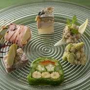 季節ごとの旬の味わいを楽しめます。全て手づくりで、一から組み上げられた彩り豊かな一皿。
