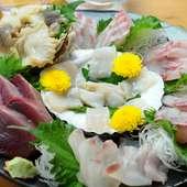 八戸漁港の新鮮な魚介の美味しい瞬間を味わう『お造り盛合せ』