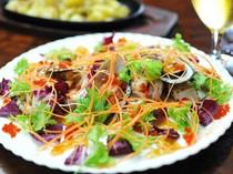 ポン酢ジュレの風味が抜群『魚介のガーリックマリネサラダ風』