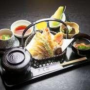 おつきあいで寿司屋に来たものの、生ものは苦手という人には、この『天ぷら膳』がおすすめ。充実の内容に100円をプラスすれば、吸い物をうどんかそばに変更できボリューム感もたっぷりです。
