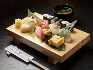 自らの目で見て選んだ宮古産の旬の食材を使った『お寿司』が自慢