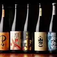 地元 静岡の美味しい日本酒をぜひ味わってほしいと、数多くの銘酒がそろっています。日本酒や焼酎にあう美味しい料理と共に、ゆったりとくつろいだ時間がすごせます。