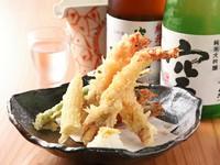 サクッとした食感がたまらない、揚げたての『車海老の天ぷら』。ボリュームもあります。