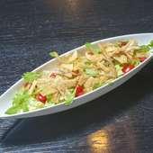 新鮮野菜の大盛りサラダ
