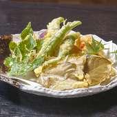 四季折々の地元の野草や山菜が美味しい『野菜天ぷら』