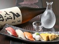料理に合うお酒も各種あり。今日一番の新鮮な魚でつくるにぎりの旨さが際立ちます。