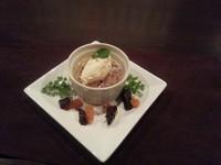 暖かいスイートポテトと冷たいバニラアイスのコラボ。優しい甘さが癖になります。