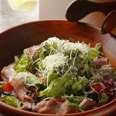 サクサクとした食感も楽しい『生ハムのシーザーサラダ』