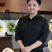 和の名店で腕を磨いてきた安江勇治店長。【あんぷく】では、師同様に既成概念を破る創作料理が楽しめます。