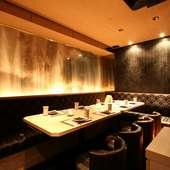 有名なデザイナーが手掛けた純和風の和完全個室を完備