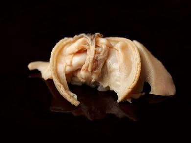 ひと口噛めば、貝のエキスが溢れだす『煮蛤』