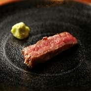 3代目の酒巻さんの時代より取り入れたメニューが『特選黒毛和牛サーロインステーキ』などの極上肉。