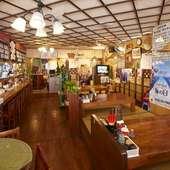 くつろぎ感満点の店内で楽しむ料理とお酒