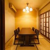 隠れ家的な雰囲気の漂う個室で、贅沢な時間を楽しんで