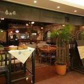 雰囲気のある洒落た空間が魅力、カジュアルに利用できるお店