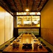 座敷席個室は、2名~10名様、様々な用途に応じて対応可能。全てのお部屋が生けすに面しているので、お部屋から直接、魚釣りが楽しめます。接待、各種宴会、デート、女子会にご利用下さい。