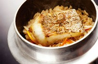 鯛の出汁が決め手の当店一番人気の釜飯。