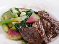 契約農家で栽培した『こだわり中国野菜と神戸牛ハラミの炒め』