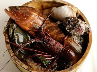 全国各地から美味しい食材を取り寄せて本格香港コックが調理