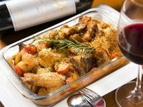 『大皿コース』ではボリューム感のある美味しい肉料理を提供