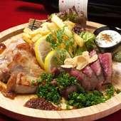お腹がすいた時に食べたくなる『名物! 肉盛り』