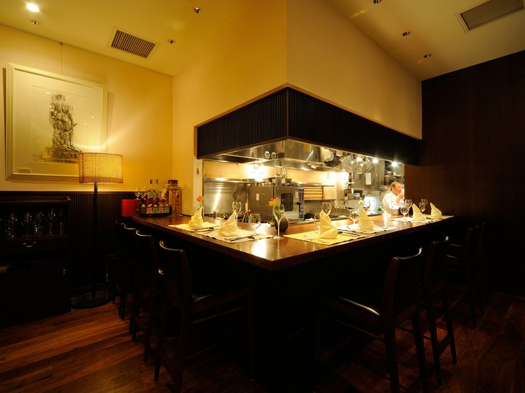オープンキッチンのカウンターがあるので目でもお楽しみください