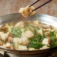 【博多】ご当地のとり飯。KITTEスタイルで!! 小鉢・香物・ご飯・味噌汁付き