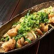 小鉢・ご飯・味噌汁付き  秘伝の味噌ダレとホルモンの相性は最高です。