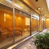 1階・2階全室が水庭に面しております。