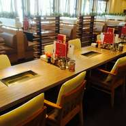 個室のほうも2名から12名まで利用できるテーブル席の半個室、2名から30名まで利用できる掘りごたつ式の個室もございますのでゆったりとくつろいだり、パーティーや宴会にもご活用できます。