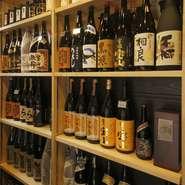 和やかな店内で楽しむお酒に、心も会話もはずみます