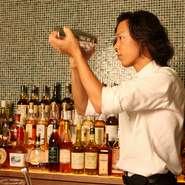 ボトラーズを中心としたモルトウィスキーや、ワインなど、豊富な品ぞろえ。バーボンやブランデー、カルバドスなど、オーナーこだわりのお酒が多数あります。
