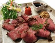 肉職人が丹念に焼き上げる『ローストビーフ』