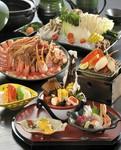 氷細工の周りにお料理を盛り込んだ涼感あふれるお料理。(7月、8月)