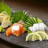 人気のお刺身は鮮度抜群のおいしさ! その他にも溶岩焼きや一品料理もおいしいと評判(^u^)