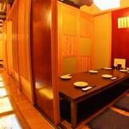 2名、4名、6名、14名用の個室。気の合う仲間同士でのお食事は、周りを気にしなくていい個室が一番。